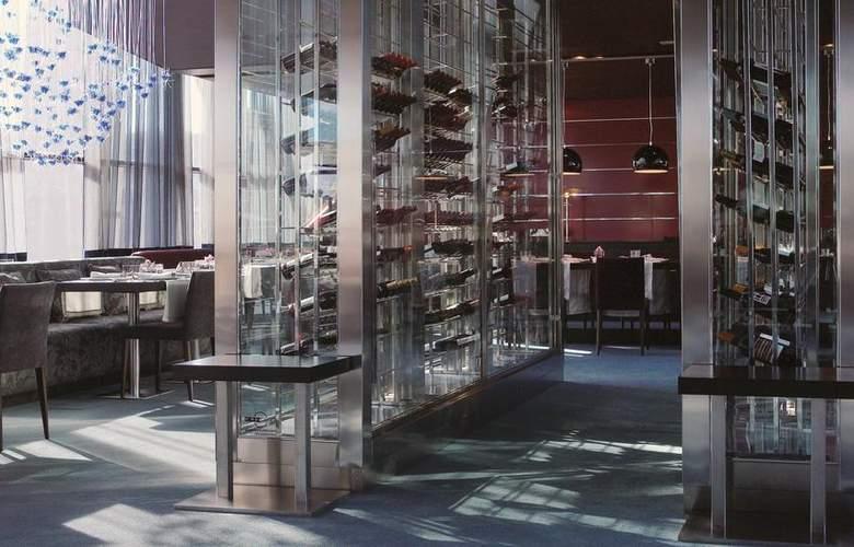 Hesperia Tower - Restaurant - 19