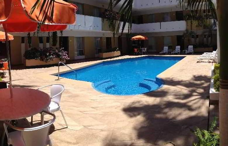 Azteca Inn - Pool - 9