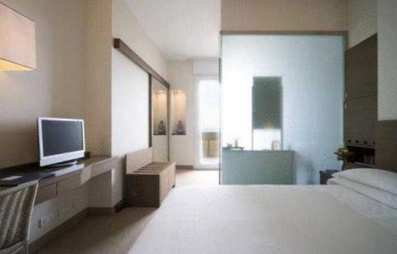 National Hotel - Room - 3
