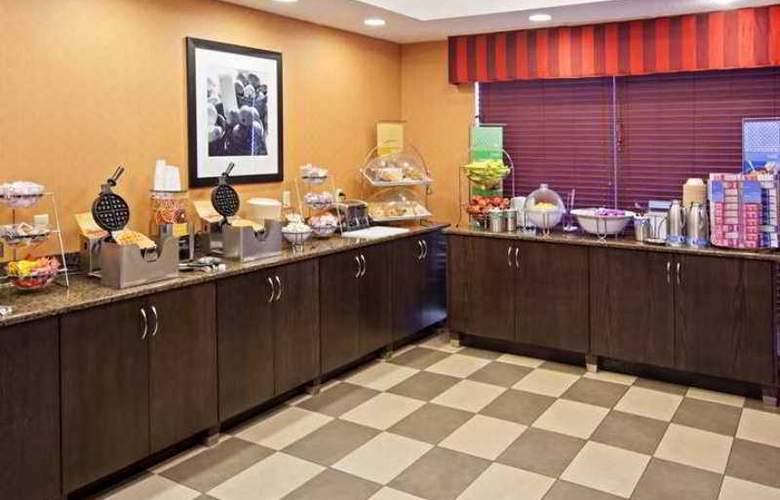 Hampton Inn Lima - Hotel - 13