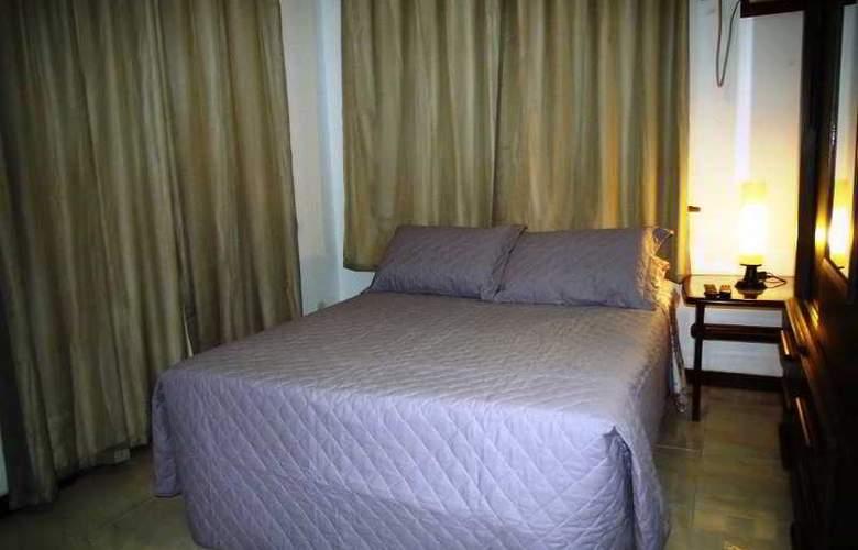 Falcon Guest Suites - Room - 13