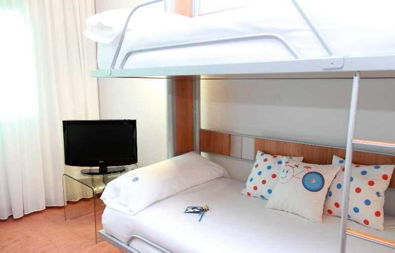 Tryp Santiago - Room - 15