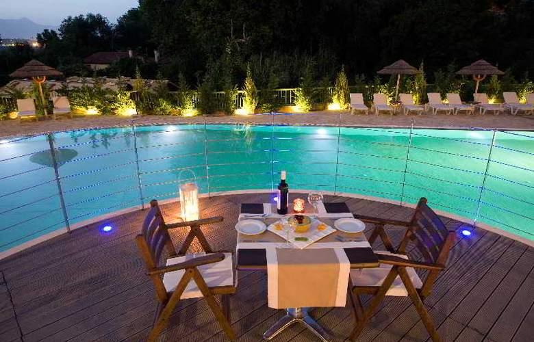 Ariti Grand Hotel - Restaurant - 23
