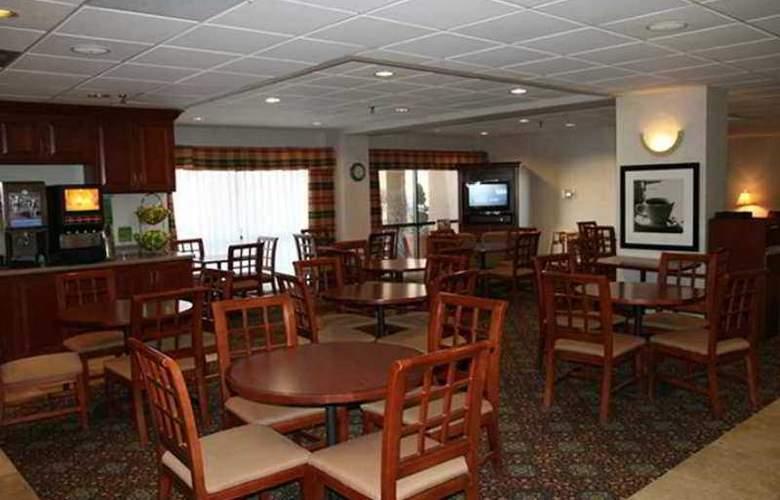 Hampton Inn Peoria-E At The River Boat Crossing - Hotel - 8
