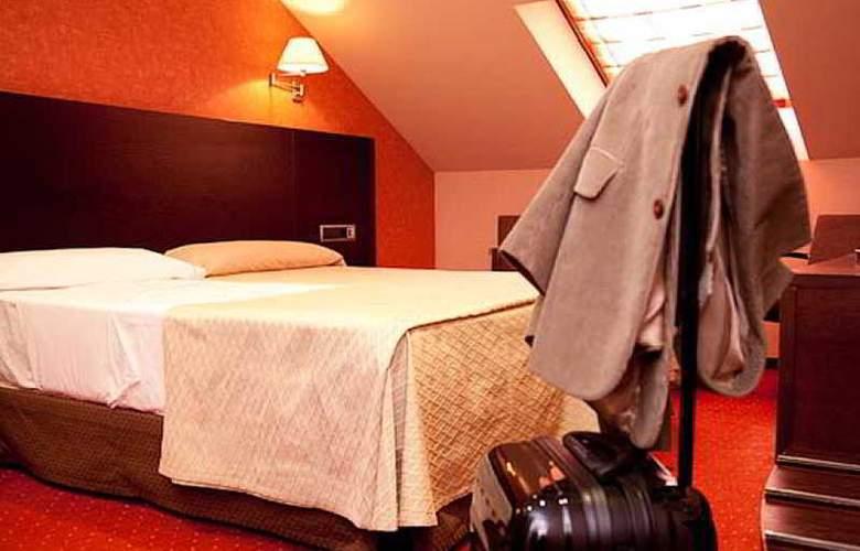 Sercotel San Juan de los Reyes - Room - 13