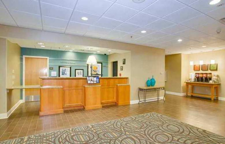 Hampton Inn & Suites Tampa-East - Hotel - 3