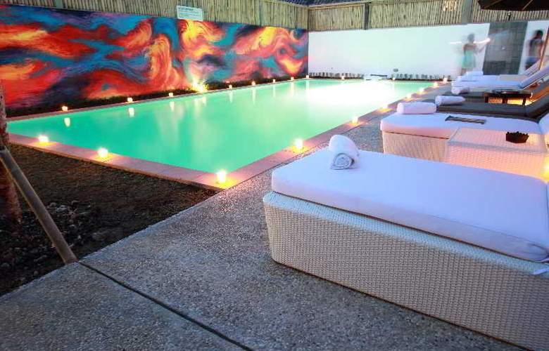 L Hotels & Resorts Seminyak Bali - Pool - 16