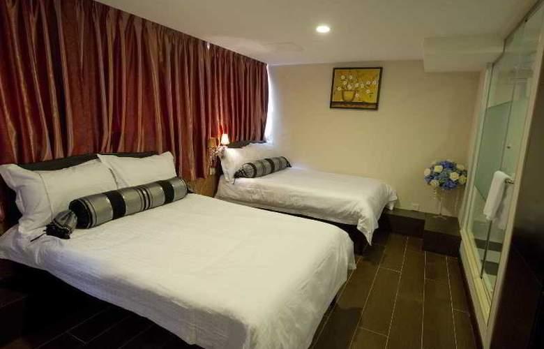 California Hotel - Room - 16