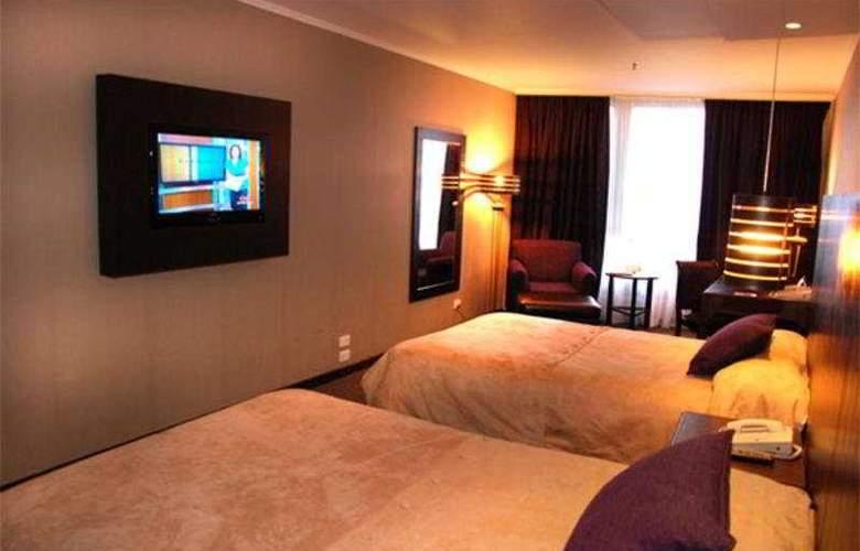 Howard Johnson Plaza Florida Street - Room - 4