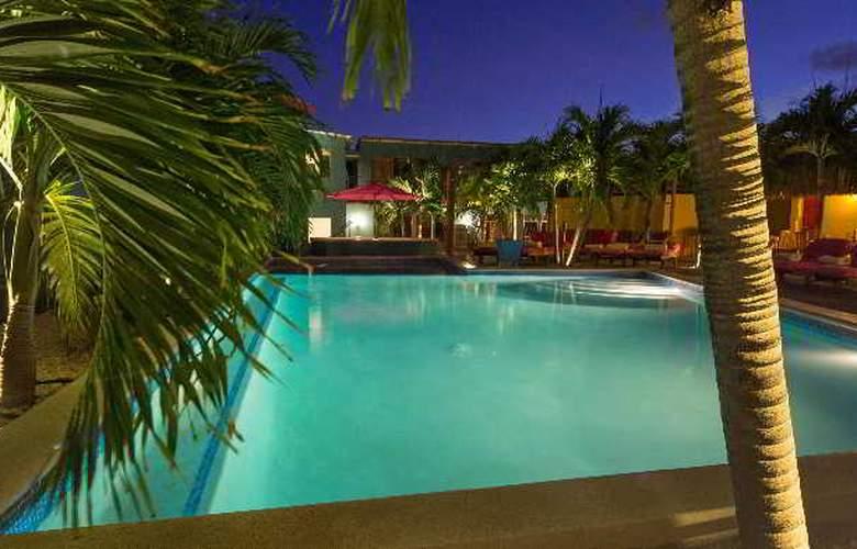 The Ritz Studios - Pool - 34