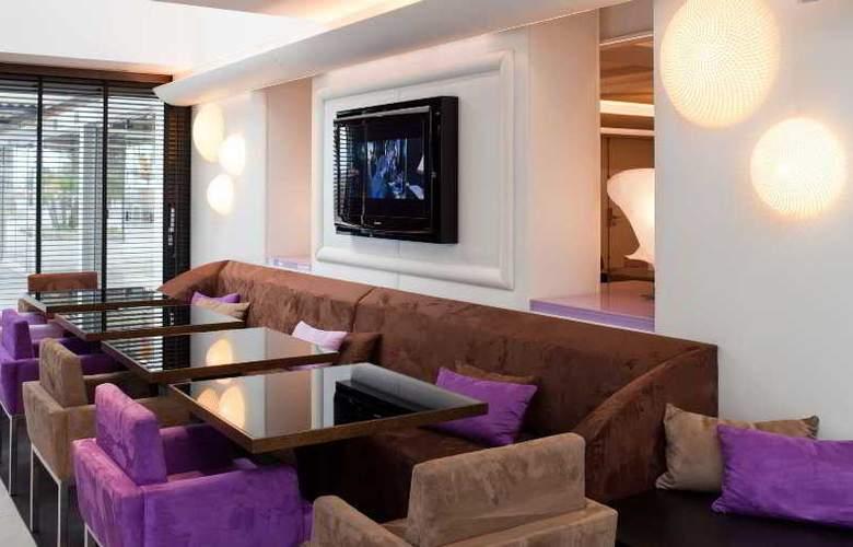 Le Radisson Blu 1835 Hotel & Thalasso - Bar - 13