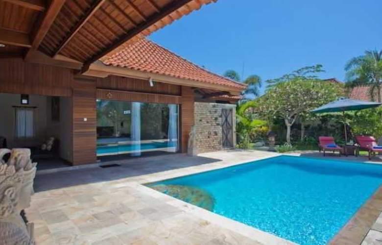 Adi Assri Beach Cottages Singaraja - Pool - 21