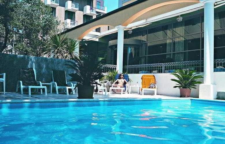Continental E Dei Congressi Hotel - Pool - 5