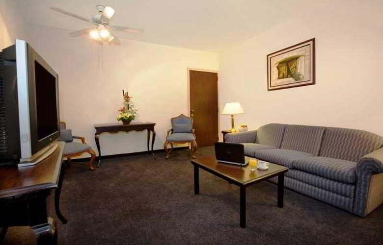Fiesta Inn Leon - Room - 8
