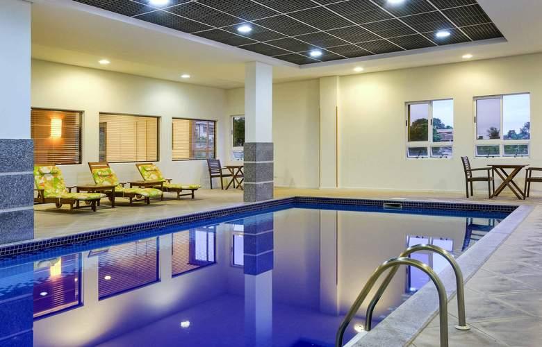 Ibis Styles Curitiba Santa Felicidade - Pool - 10
