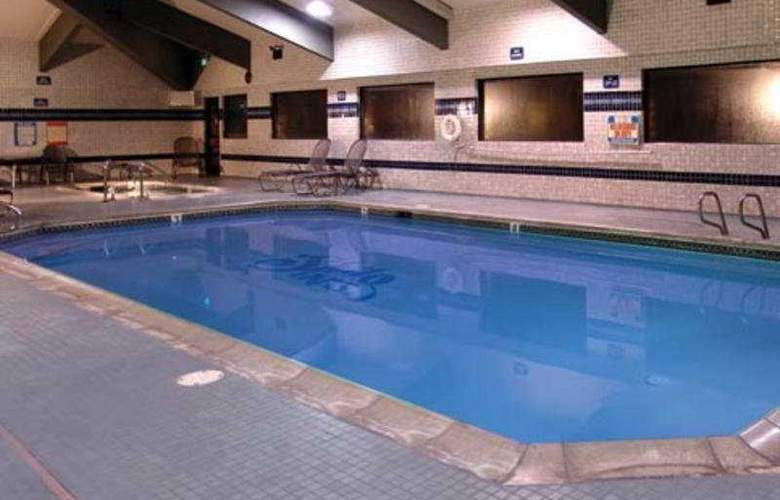 Shilo Inn Suites - Mammoth Lakes - Pool - 4