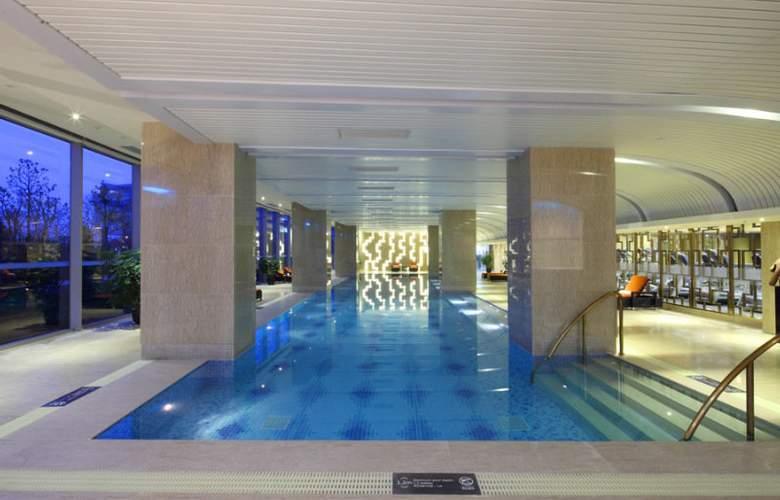 Hilton Nanjing Riverside - Pool - 3