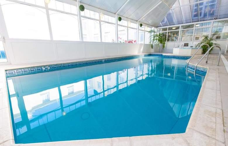 The Monterey - Pool - 29