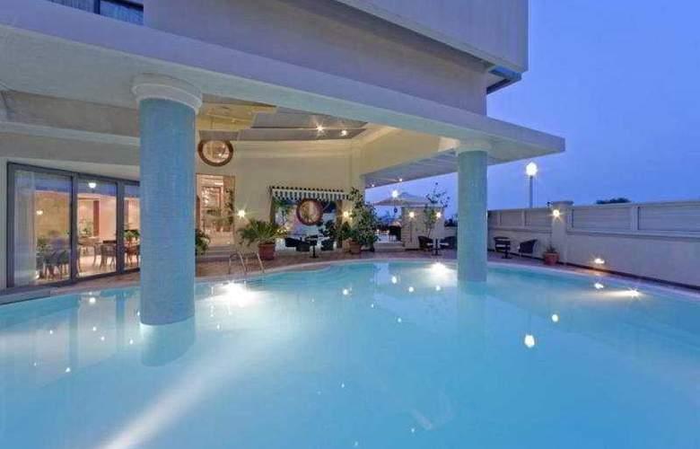 Mediterranean Hotel - Pool - 4
