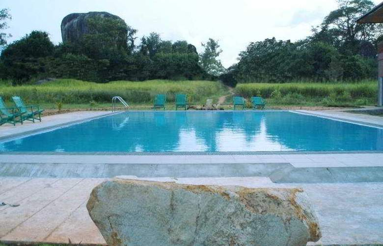 Boulder Range Resort - Pool - 5