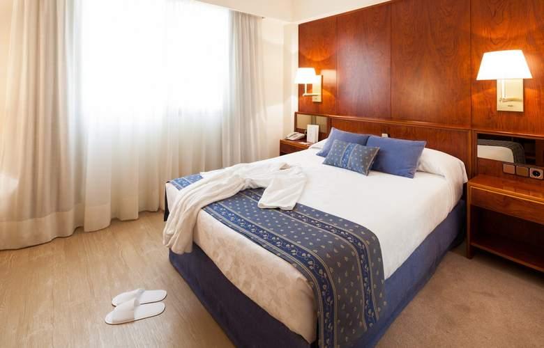 Royal Plaza - Room - 0