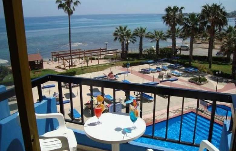 Evalena Beach Hotel Apts - Room - 8