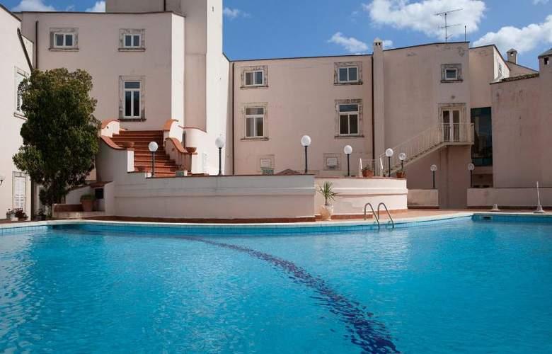 Grand Hotel Villa Politi - Pool - 5