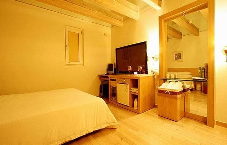 Ana - Room - 5