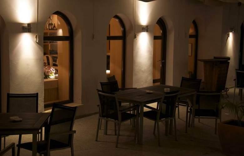 Hospes Palacio de Arenales - Terrace - 5