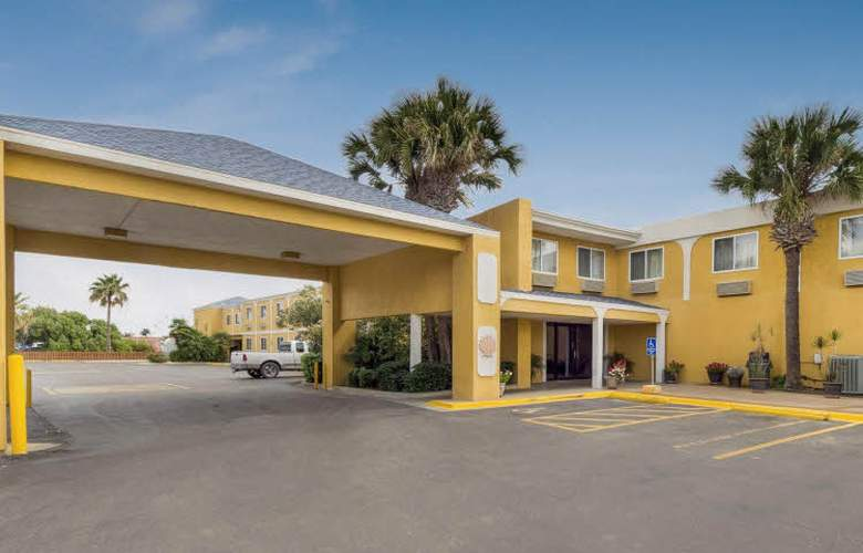 Quality Inn and Suites on the Beach - Hotel - 0