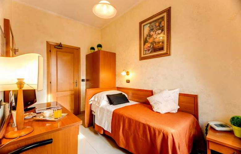 Parker Roma - Room - 12
