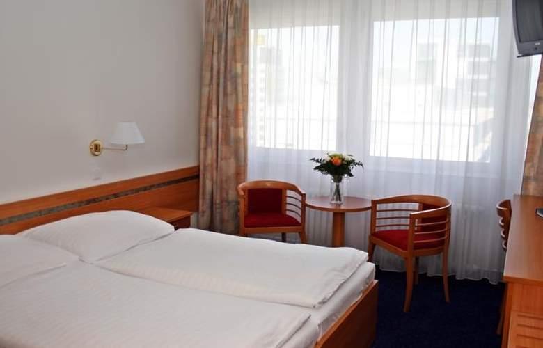Ilf - Room - 4