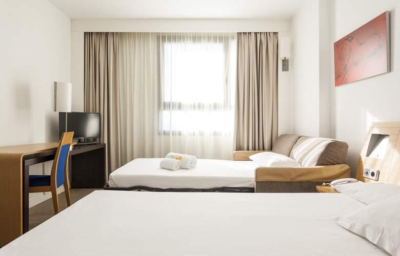 Ilunion Valencia - Room - 25