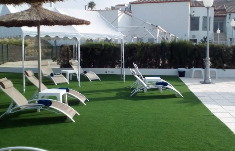 Avent Verahotel - Terrace - 4