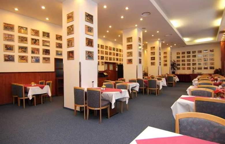 Spa Hotel Marttel - Restaurant - 10