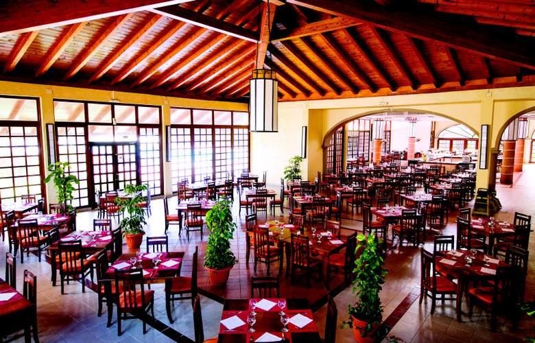 Starfish Cuatro Palmas  - Restaurant - 32