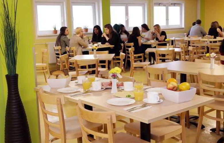 A&O Frankfurt Galluswarte Hotel - Restaurant - 34