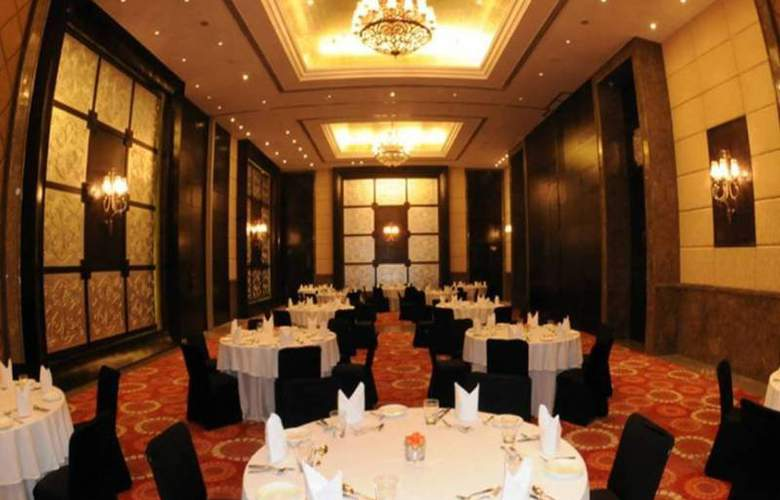 The Pllazio Hotel Gurgaon - Restaurant - 3