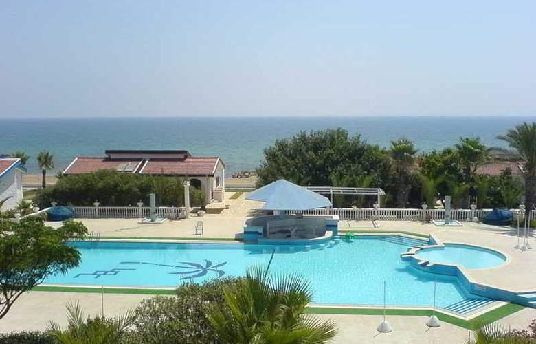 Long Beach Hotel and Villas - Pool - 4