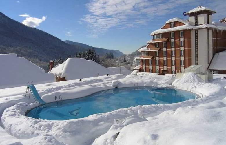 Peak Hotel - Pool - 20