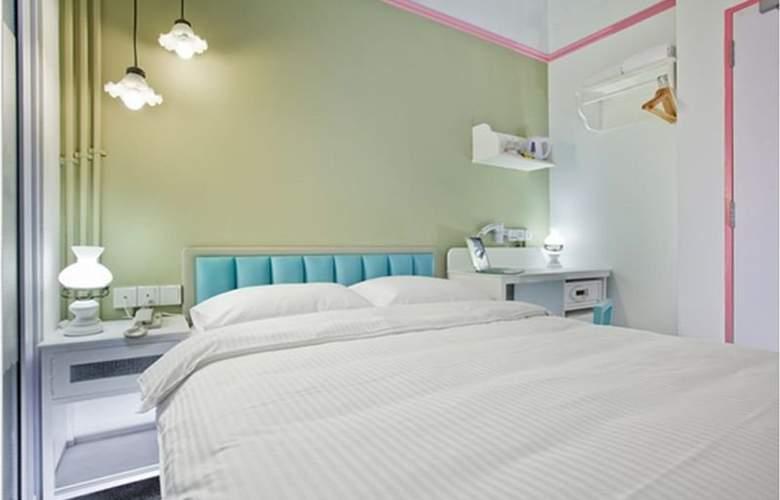 Kam Leng - Room - 8