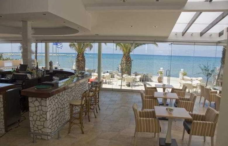 Coral Beach - Bar - 5