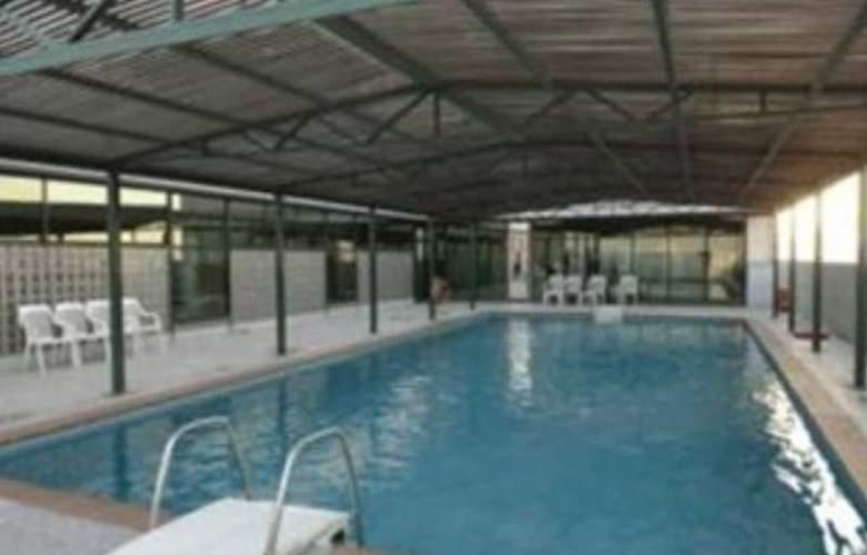 Ramada Kuwait - Pool - 9