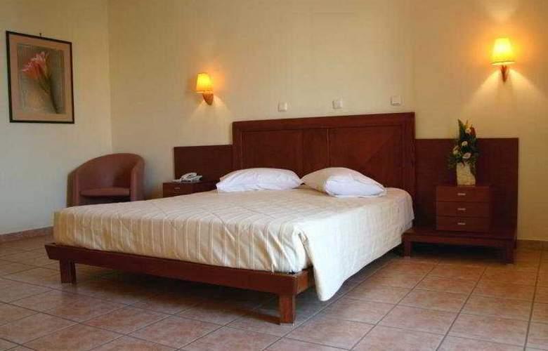 Flisvos Royal Tolo - Room - 4