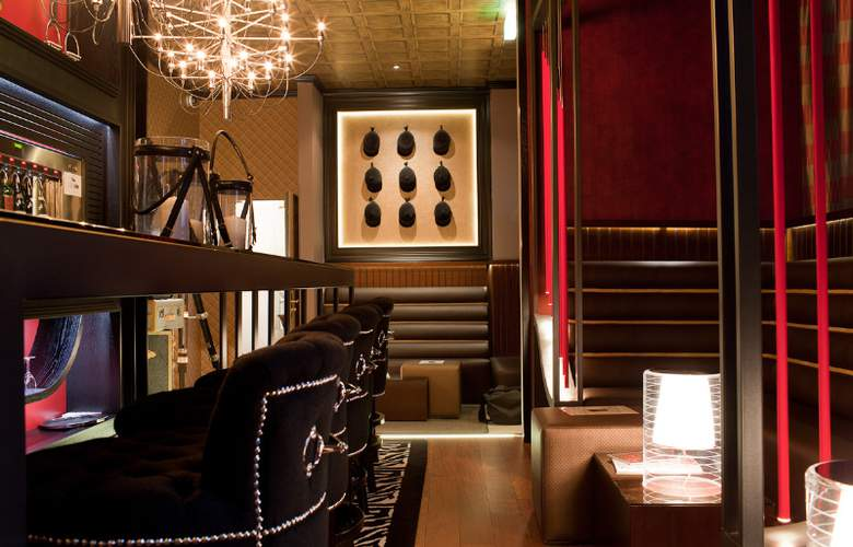 Drake Longchamp - Bar - 6