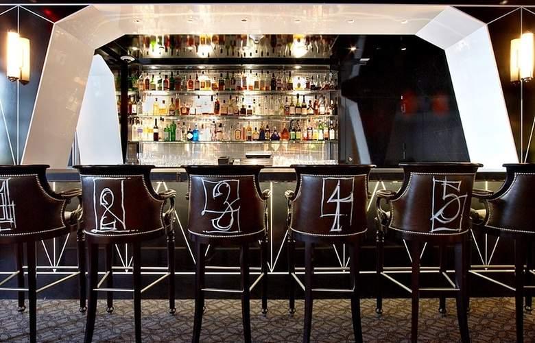 The Surrey - Bar - 16