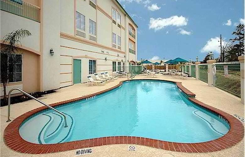 La Quinta Inn & Suites Houston 1960 - Pool - 2