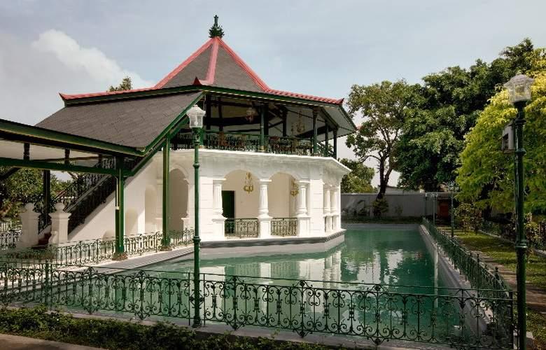 Royal Ambarrukmo Yogyakarta - Pool - 10