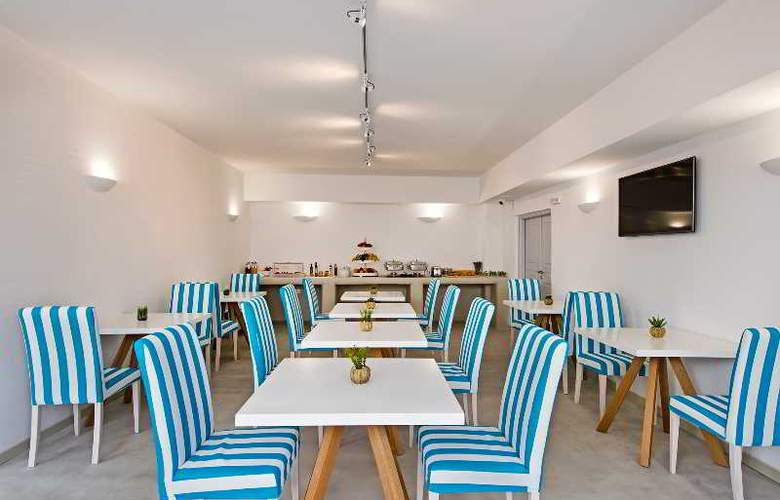 Central Fira Hotel - Restaurant - 2