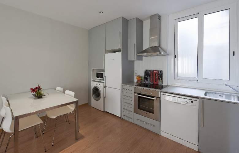 Amister Apartamentos - Room - 8